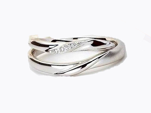 結婚指輪:アイヴェール 上:30462 pt WD 1/200×4p ¥94,500 下:30463 ¥115,500