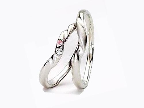 結婚指輪:アイヴェール 左:30464 WDPD pt WD 1/70 PD 1/100 ¥115,500 右:30465 Pt ¥89,250