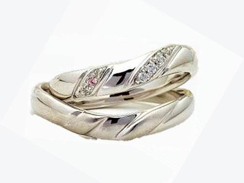 結婚指輪:アイヴェール 上:30468 Pt WD 1/100×3p  1/150×4p ¥147,000 下:30469 pt ¥136,500