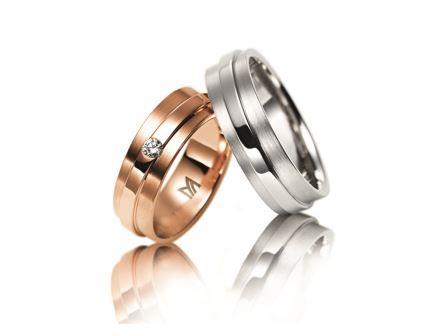 結婚指輪:マイスター ファンタスティックスライン 084 左:RG750 ¥335,000- 右:WG750 ¥260,000-