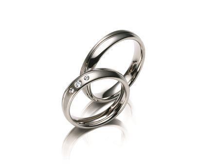 結婚指輪:マイスター ファンタスティックスライン 009 WG750 上:¥196,000- 下:¥236,000-