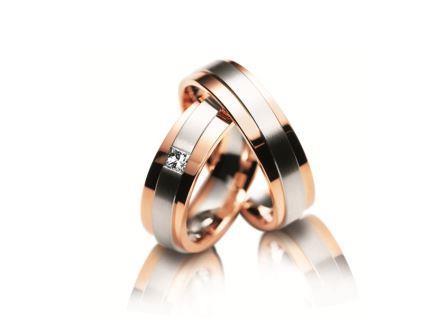 結婚指輪:マイスター ファンタスティックスライン 074 WG/RG750 左:¥515,000- 右:¥370,000-