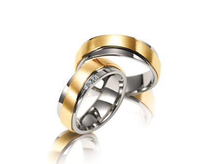 結婚指輪:マイスター ファンタスティックスライン 088 YG/WG750 下:¥365,000- 上:¥295,000-