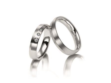 結婚指輪:マイスター シンボリックスライン 081 Pt950 左:¥444,000- 右:¥380,000-