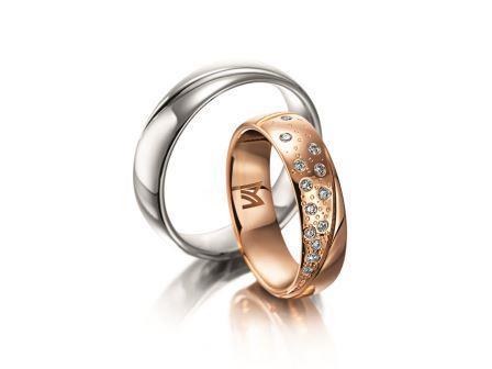 結婚指輪:マイスター シンボリックスライン 097 左:WG750 ¥245,000- 右:RG750 ¥515,000-
