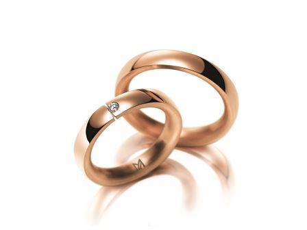 結婚指輪:マイスター クラシックスライン 086 RG750 左:¥265,000- 右:¥215,000-