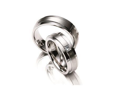 結婚指輪:マイスター ファンタスティックスライン 043 WG750/Pt950 上:¥220,000- 下:¥350,000-: