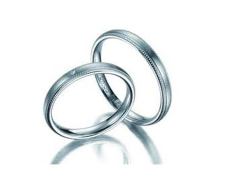 結婚指輪:マイスター クラシックスライン 032 Pt950 左:¥180,000- 右:¥160,000-