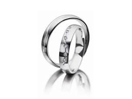 結婚指輪:マイスター ファンタスティックスライン 104 WG750 前:¥250,000- 後:¥165,000-