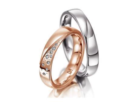 結婚指輪:マイスター シンボリックスライン 113 左:RG750 ¥355,000- 右:WG750 ¥195,000-