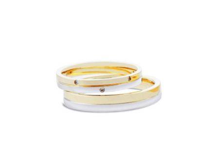 結婚指輪:上:DM-131 Pt900/K18 ¥86,400- 下:DM-132 Pt900/K18 ¥97,200-
