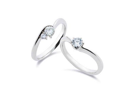 婚約指輪:左:DR-22 Pt900 ¥280,800- 右:DR-52 Pt900 ¥756,000-