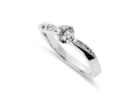婚約指輪:DR-50 Pt900 ¥216,000~
