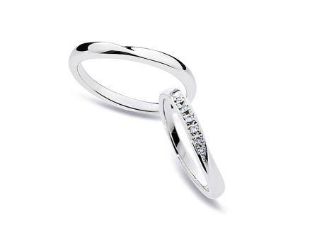 結婚指輪:上:DM-49 Pt900 ¥100,440- 下:DM-52 Pt900 ¥102,600-