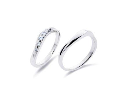 結婚指輪:左:DM-42 Pt900 ¥124,200- 右:DM-39 Pt900 ¥99,360-