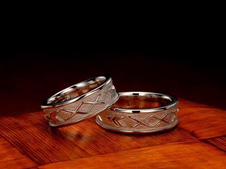 結婚指輪:琉球 花織(ハナウィ)Pt900 ¥216,000-