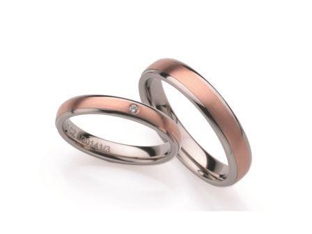 結婚指輪:ローザマーレ 左:4/20141/3 WRW750/0.01ct ¥108,000-  右:20141/4 WRW750 ¥136,000-
