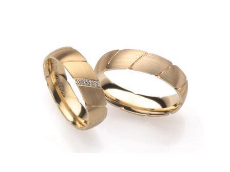 結婚指輪:ローザマーレ 左:4/28066/5 G750/0.02ct ¥118,800-  右:28066/5 G750 ¥108,000-