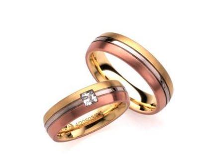 結婚指輪:ローザマーレ 左:ho4/20503/5.5 GWR750/0.12ct ¥270,000-  右:ho20503/5.5 GWR750 ¥209,520-