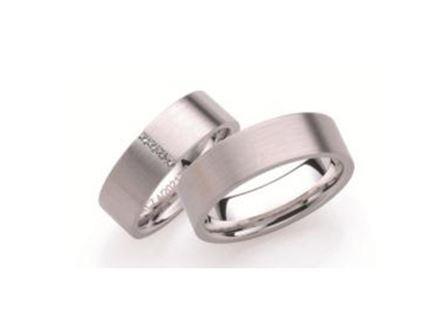 結婚指輪:ローザマーレ 左:4/20217/6 W750/0.04ct ¥241,920-  右:20217/6 W750 ¥211,680-