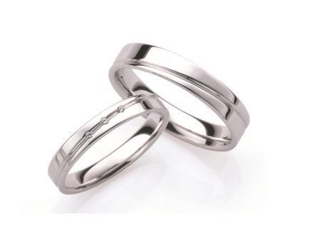 結婚指輪:ローザマーレ 上:20036/4 W750 ¥120,960-  下:4/20036/3 W750/0.01ct ¥116,640-