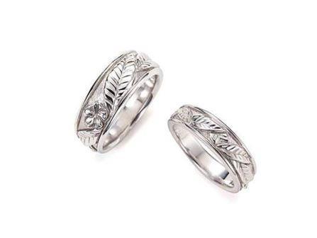 結婚指輪:琉球 プルメリア Pt900 左:¥232,200- 右:¥162,000-