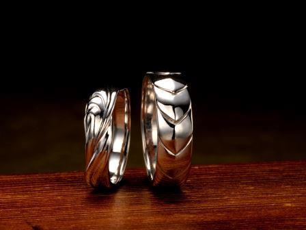 結婚指輪:五頭龍 天女 昔むかし暴れん坊だった龍が天女に一目惚れし、求婚するが悪行を理由に断られてしまう。しかし龍がよい行いを重ね、天女もその真心を信じて結婚を受け入れたという。