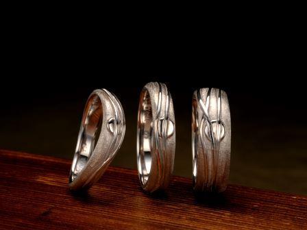 結婚指輪:龍馬とお龍 「新しい日本の夜明け」のために走り続けた龍馬。その熱き思いを、龍馬の生まれ故郷である土佐(高知県)・桂浜からゆっくりと昇る朝日で表現しました。