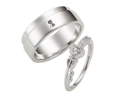 結婚指輪:Promise Snow 〜誓い〜 Pt900  左:¥281,000- 右:¥137,000-