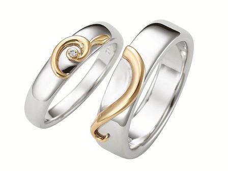 結婚指輪:Fusion Snow 〜融合〜 Pt900  左:¥281,000- 右:¥137,000-