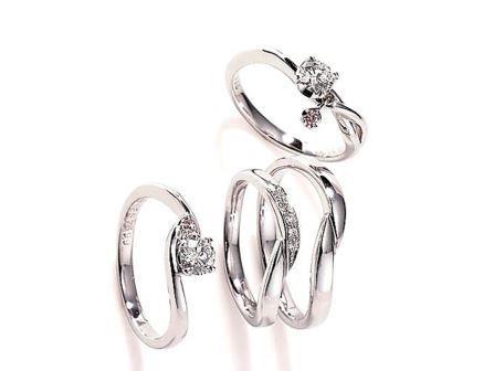 婚約指輪:ソナーレ 上:クロシュ(ER)  左:ビアンカ(ER)  中・右:(MR)
