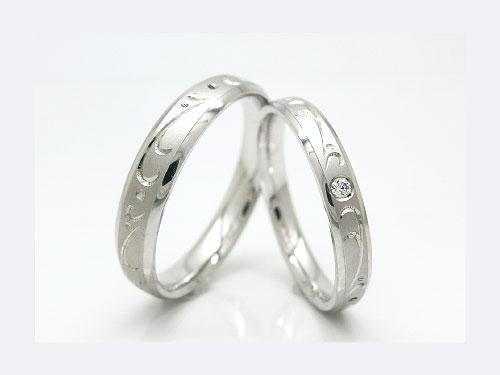 結婚指輪:巧心 Pt900 ¥141,480- / D 1.5mm ¥109,080-
