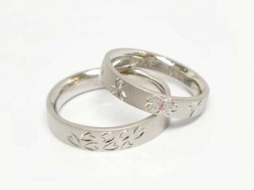 結婚指輪:巧心 Pt900 ¥103,464- / ¥144,720-