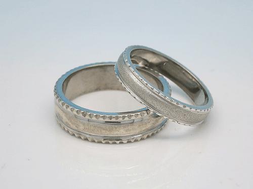 結婚指輪:上:Po-0001-2L ¥141,200- 下:Po-0001-3M ¥200,500-