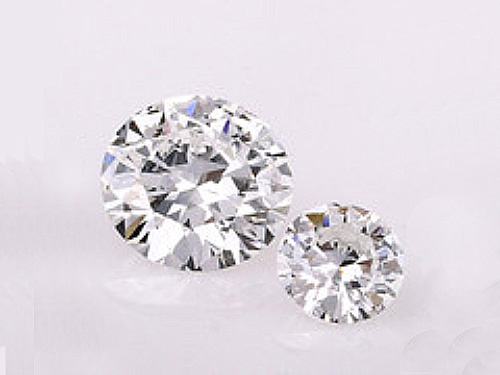 安いだけではない 婚約指輪のダイヤモンド