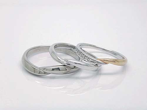結婚リング:稟心 左:Pd950 ¥62,370- 中:Pt900 ¥77,220- 右 :Pt900 K18PG コンビ ダイヤ ¥137,000-