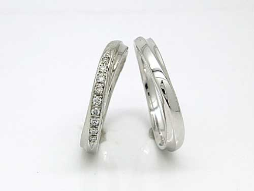 結婚リング:稟心 左: Pt900 WD×10 ¥134,460- 右:Pt900 ¥99,900-