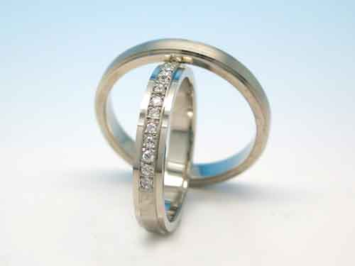 結婚リング:巧心 D 0.14ct ¥188,892- / ¥133,272-